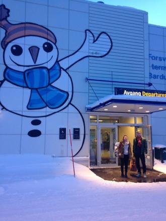 To glade flystudenter på veg til Oslo og utdanningsmesse